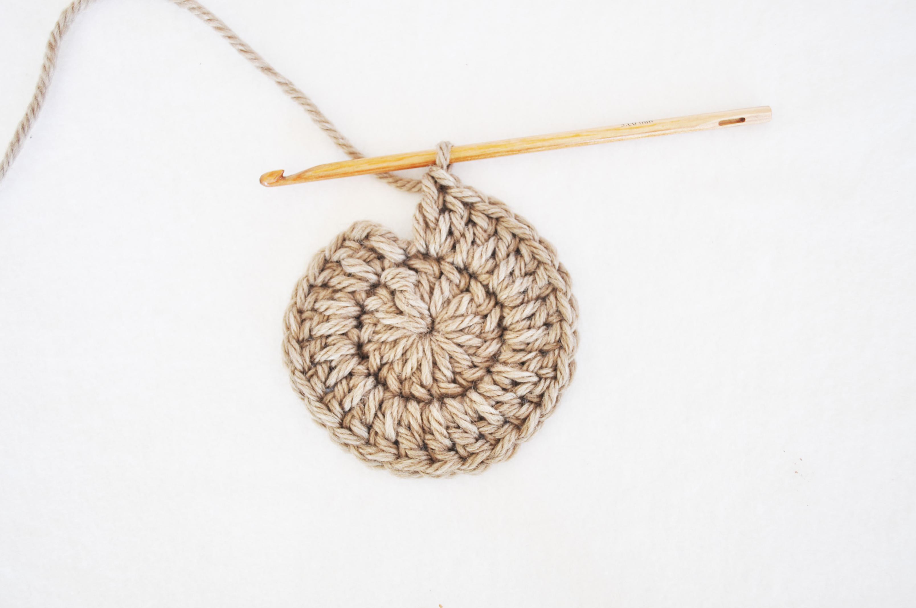 3 maneras de comenzar a tejer un círculo en Crochet