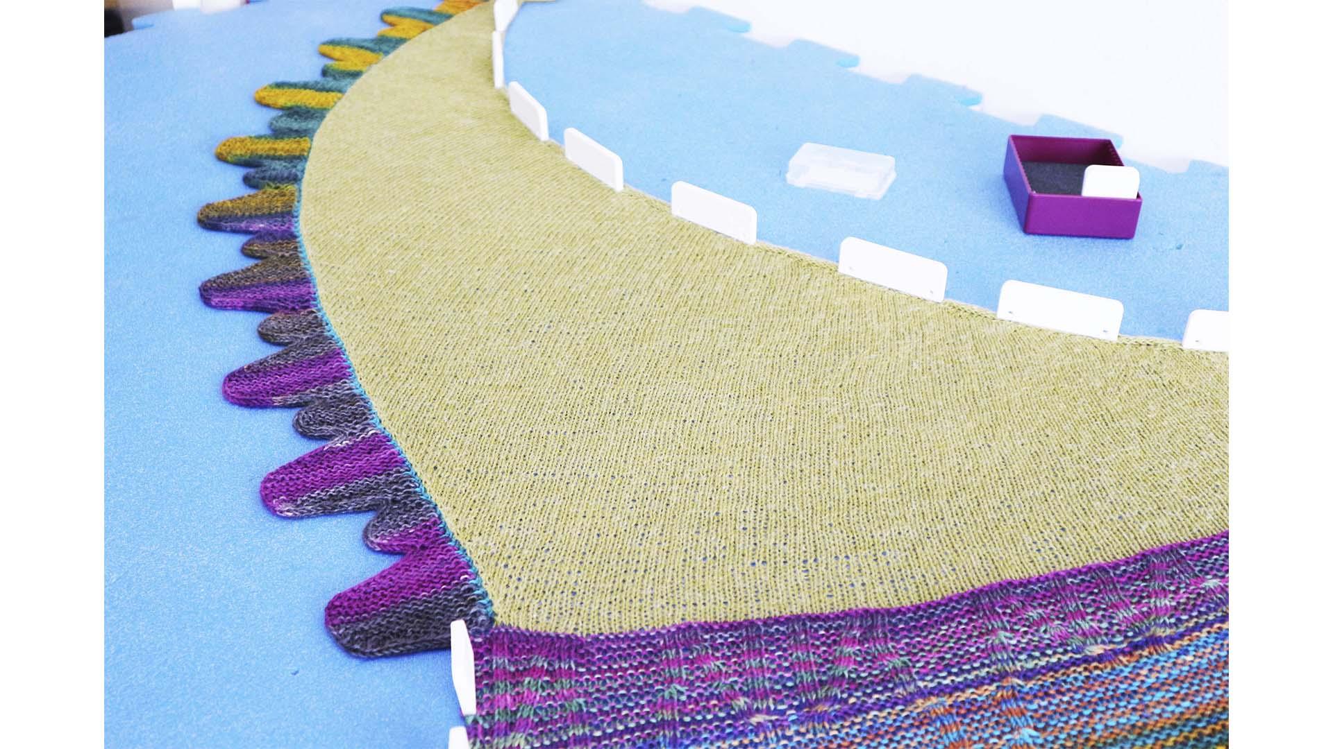 como bloquear una prenda tejida a mano por mammadiypatterns