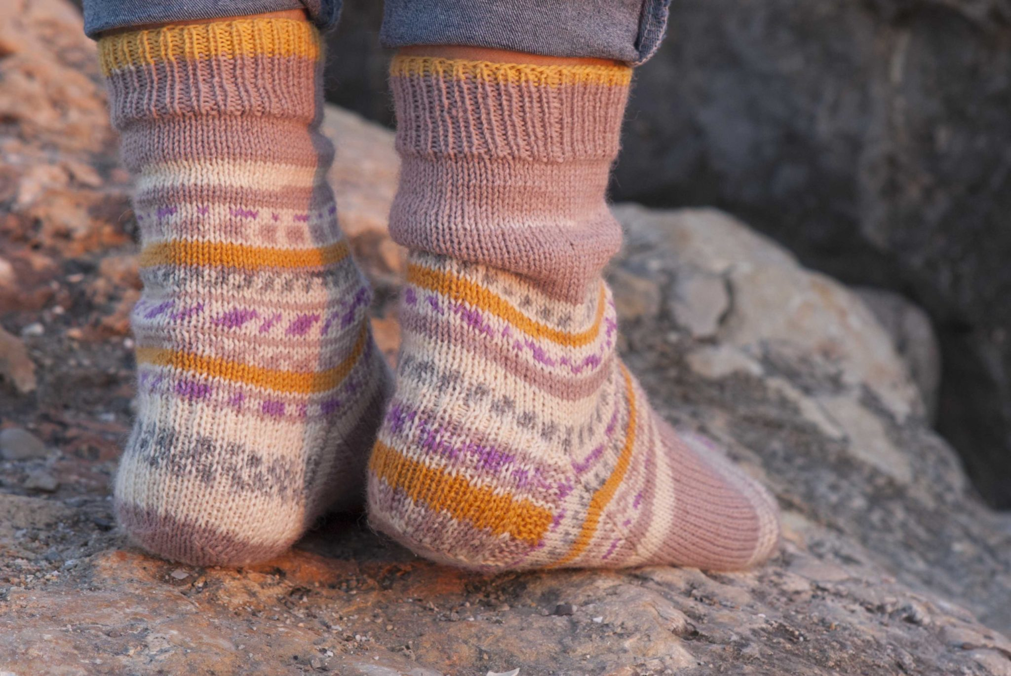 Easy Heel Flap Socks by Cecilia Losada mammadiypatterns